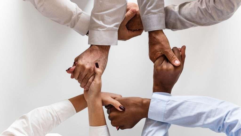 social-circle-networking-masternodes-hands-holding